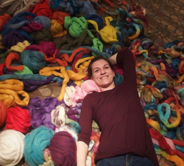 Váľanie sa vo vlne /wool rolling